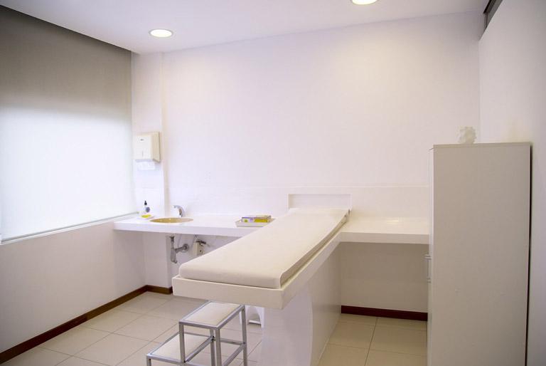 Reinigung vom Behandlungsraum der Praxis durch das SRG Reinigungsunternehmen